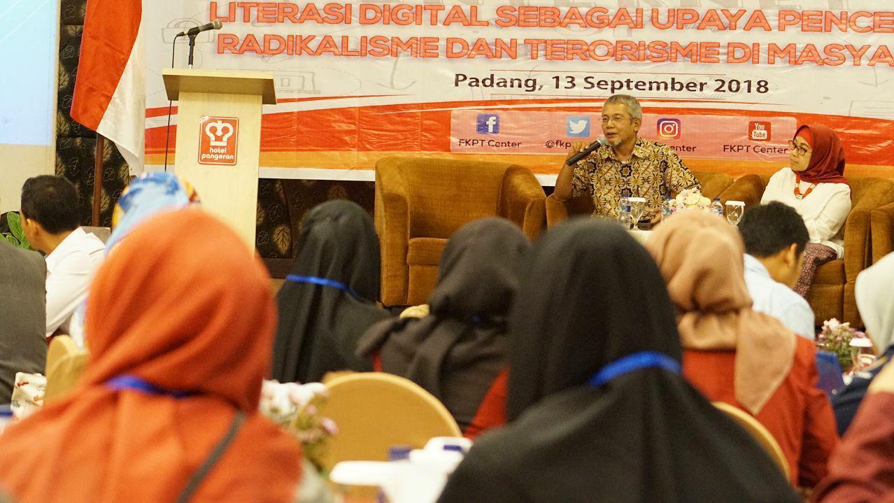 Kegoatan pencegahan terorisme di Padang