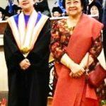 Puan Maharani didampingi Ibunya Megawati Soekarnoputri saat menerima gelar Doktor HC di Undip/ist