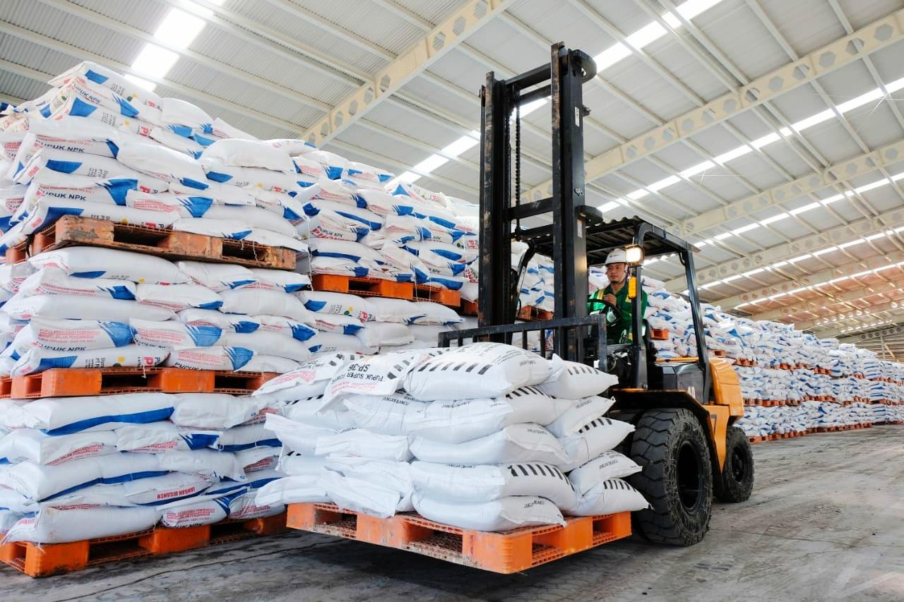 Stok pupuk di gudang disiapkan untuk mempercepat masa panen di sejumlah daerah di Jatim/ist